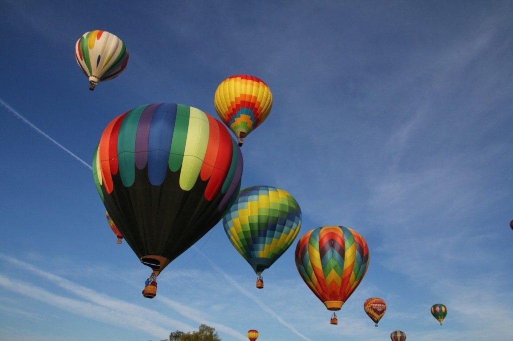 一度にたくさん飛び立つ気球