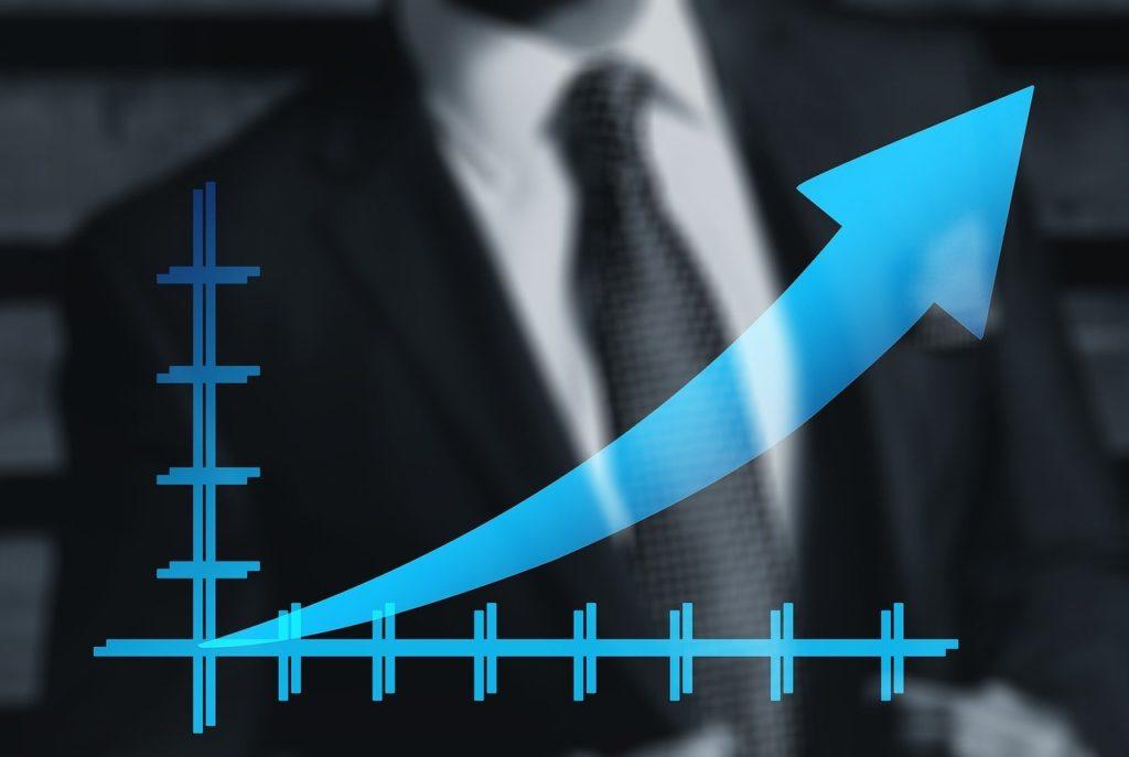 ビジネスマンと上昇グラフ