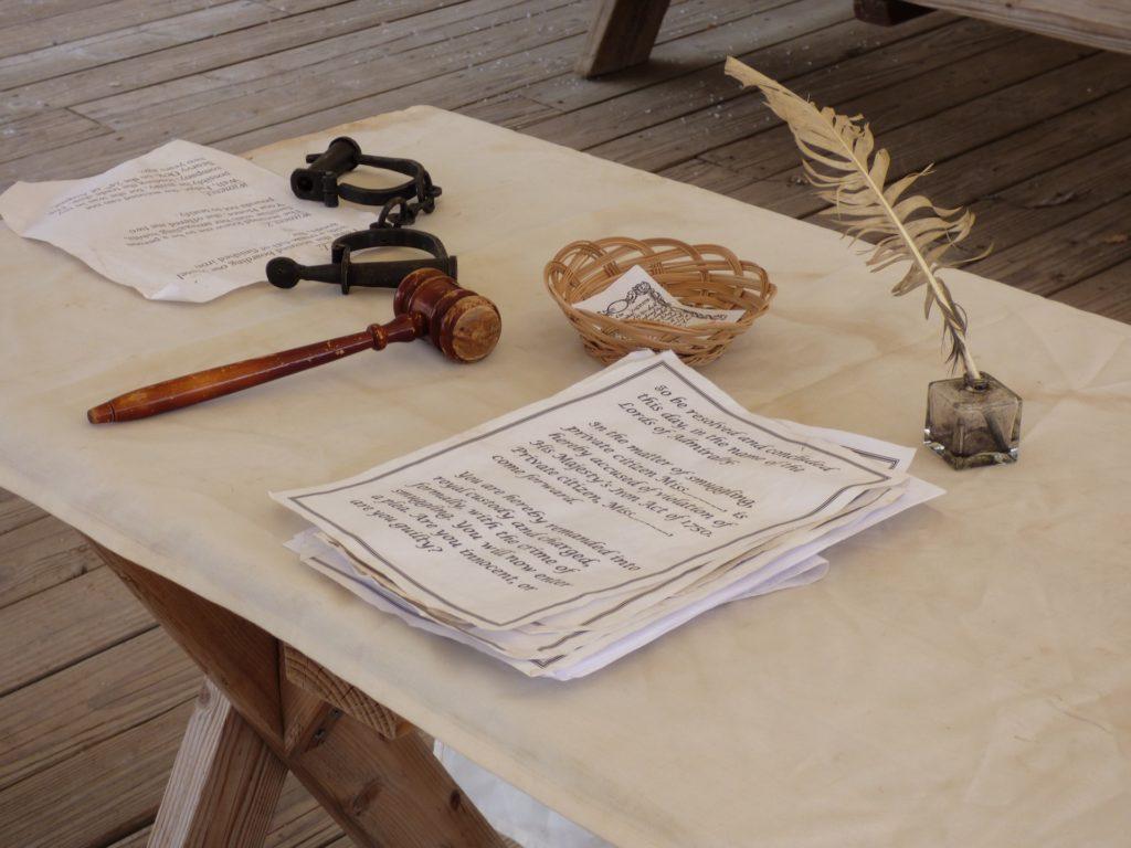 裁判官の机