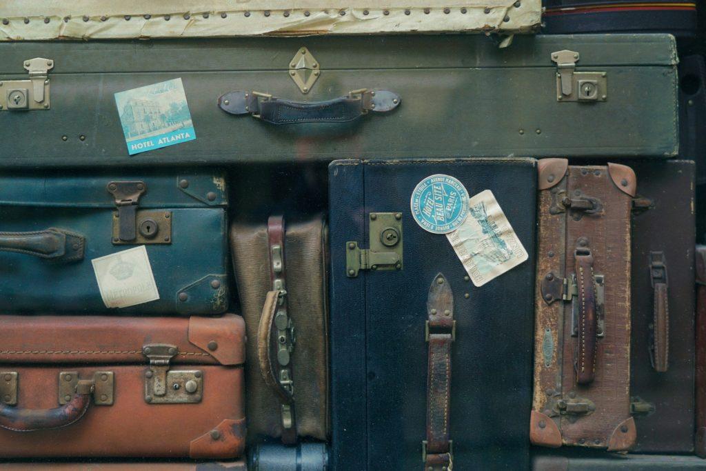 ぎっしり詰まったスーツケース