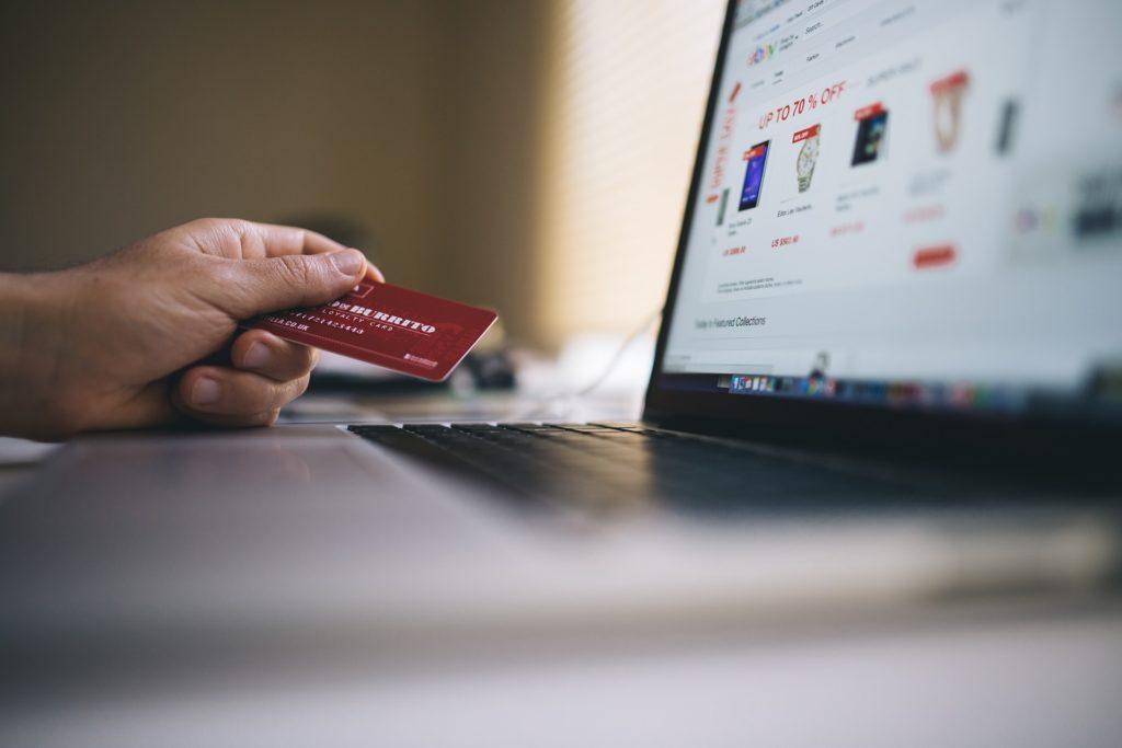 アメリカ駐妻がクレジットカードを作るべき理由【無収入でもOK】】