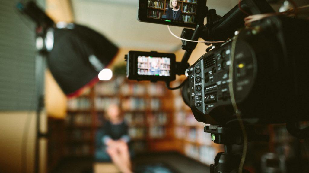 テレビを撮影する機材