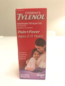 アメリカの風邪薬タイレノールのパッケージ
